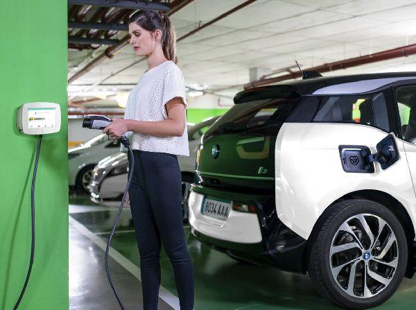 Cargando vehículo eléctrico
