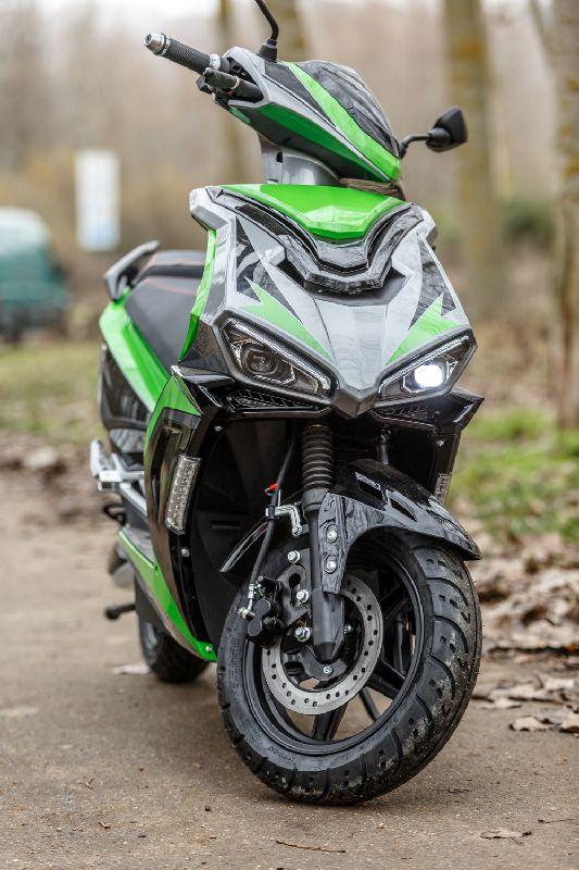 Moto eléctrica en alquiler RAN8901