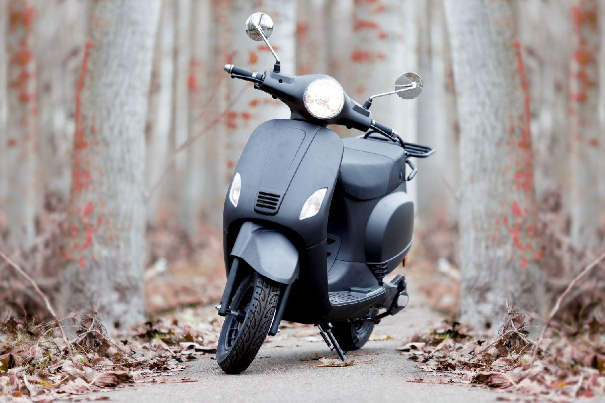 Moto eléctrica en alquiler_RAN8940