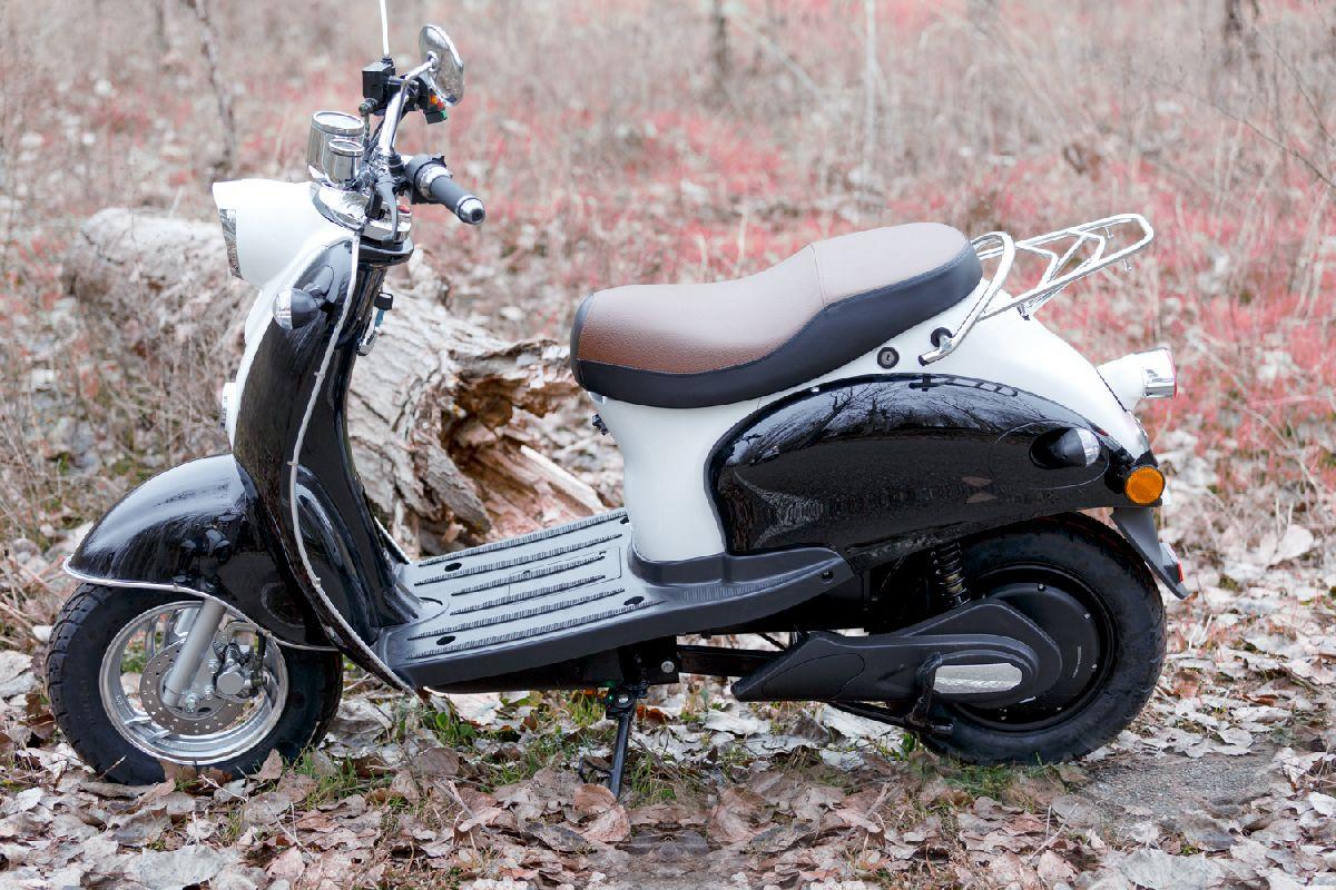 Moto eléctrica en alquiler_RAN8971