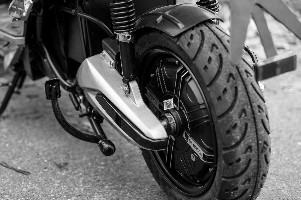 Moto eléctrica en alquiler_RAN9088