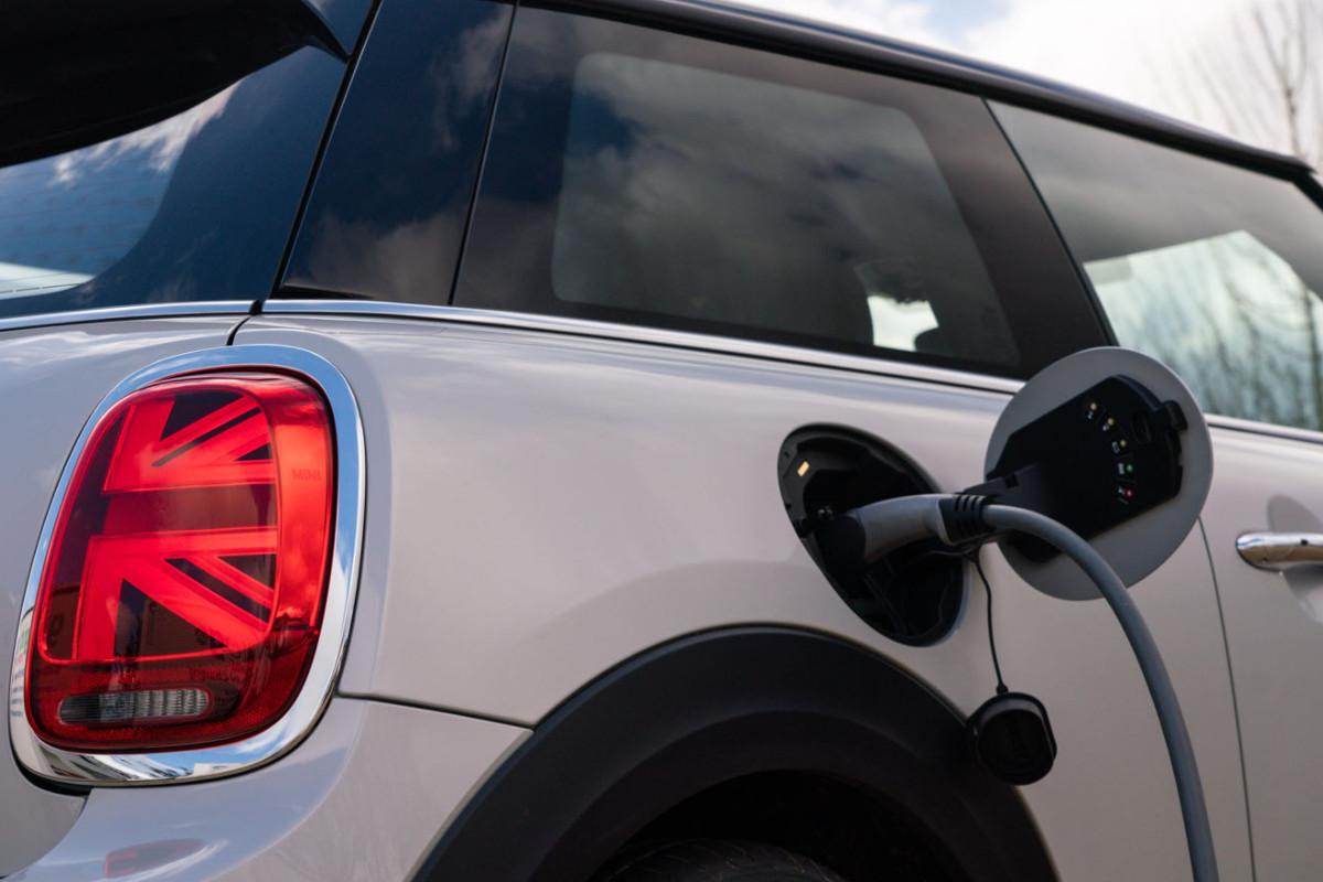 vehículo míni covertido a eléctrico
